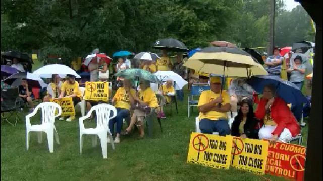 Hundreds protest unwanted energy in the Town of Somerset