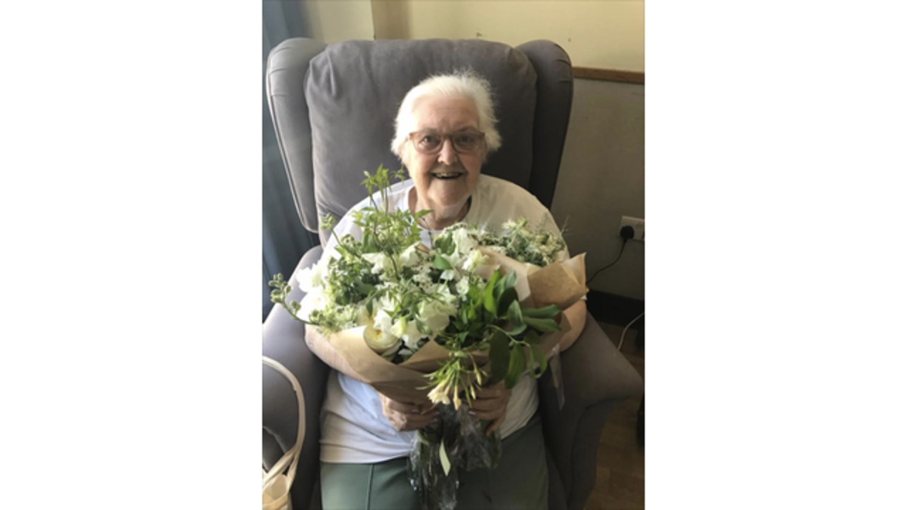 Prince Harry and Meghan Markle donate royal wedding flowers to hospice patients