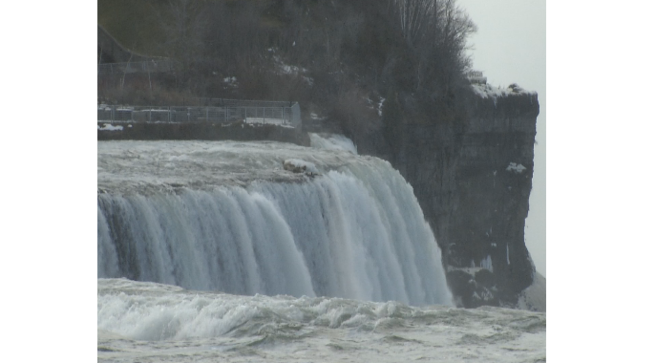 Crews searching for man who went over Canadian side of Niagara Falls
