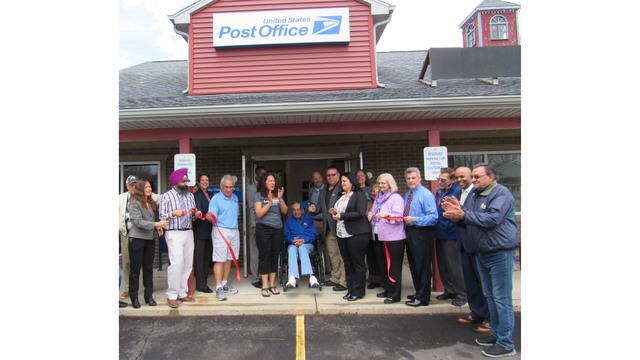 Lake View Post Office celebrates return to the community with ribbon cutting ceremony